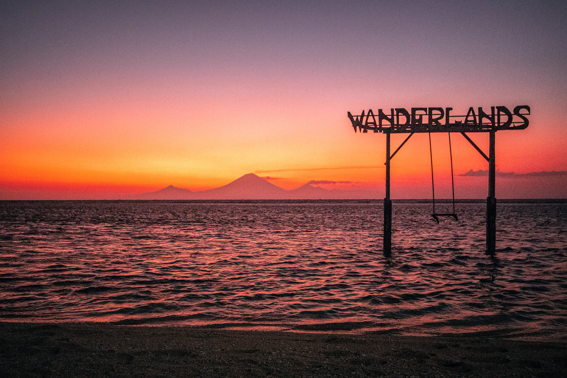 Instagram Sunset Swing, Gili Trawangan | Can I travel to the Gili Islands after the earthquakes?